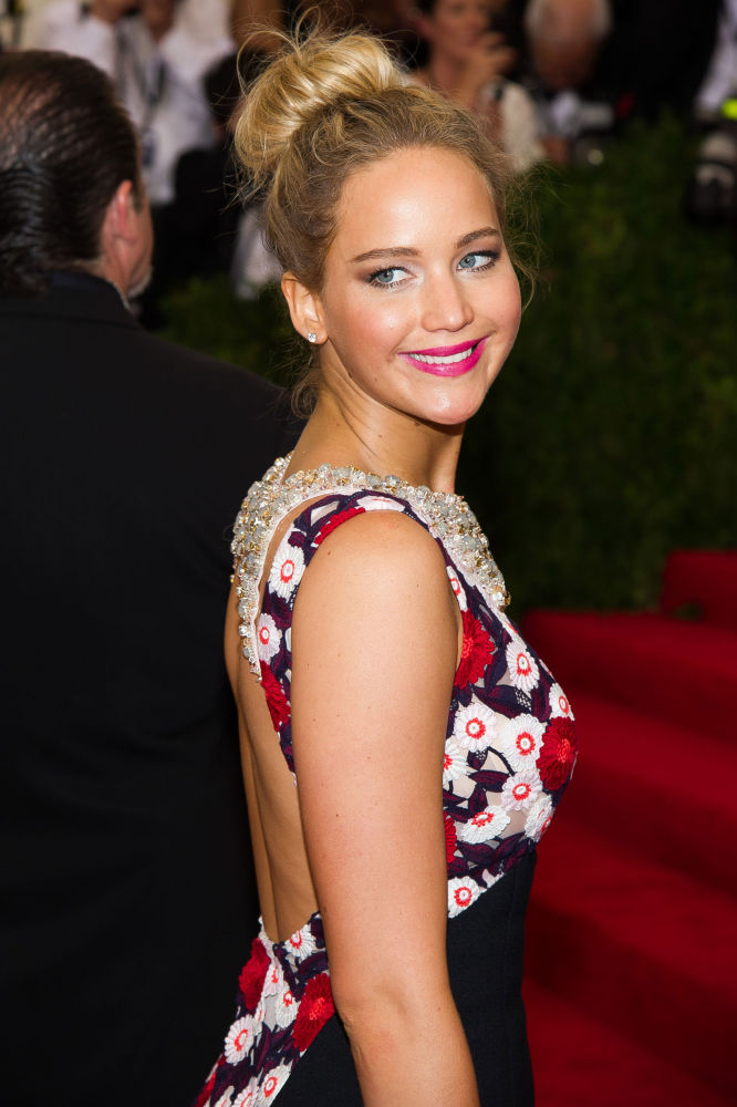 Nữ diễn viên Jennifer Lawrence tại Costume Institute Ball ở New York