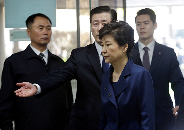Ousted South Korean President Park Geun-hye arrives for questioning on her arrest warrant at the Seoul Central District Court in Seoul, South Korea, Thursday, March 30, 2017