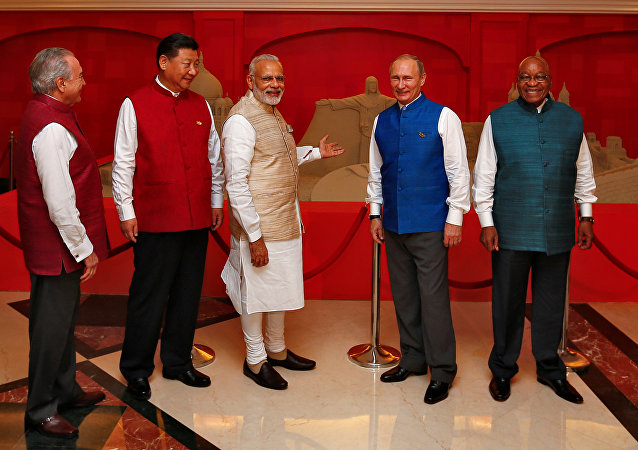 (L-R) Brazil's President Michel Temer, Chinese President Xi Jinping, Indian Prime Minister Narendra Modi, Russian President Vladimir Putin and South African President Jacob Zuma pose infront of a sand sculpture ahead of BRICS (Brazil, Russia, India, China and South Africa) Summit in Benaulim, in the western state of Goa, India, October 15, 2016