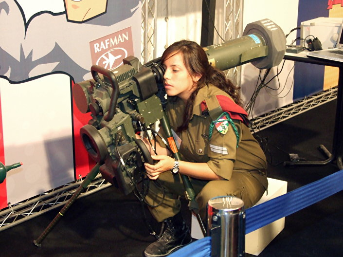 Israeli soldier with MR/LR type Spike launcher